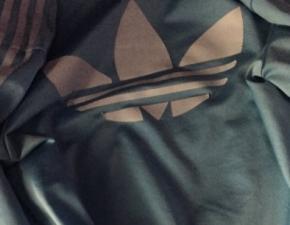 6804292179ba11 Jakiego koloru jest ta kurtka? Internauci znowu się kłócą!